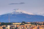 Catanie, v pozadí vrchol Etny