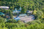 Saharna (poutní místo a klášter sv. Trojice v krásném přírodním prostředí)